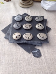 Noughts and crosses with a twist - craft market L'Isle sur La Sorgue
