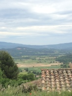 Spectacular views on the way up to Gordes