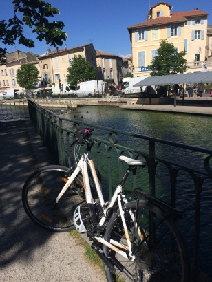 Bike parked up after the cycle to L'Isle Sur La Sorgue