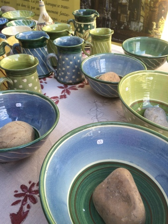 Love the watery colours & simplicity of this pottery