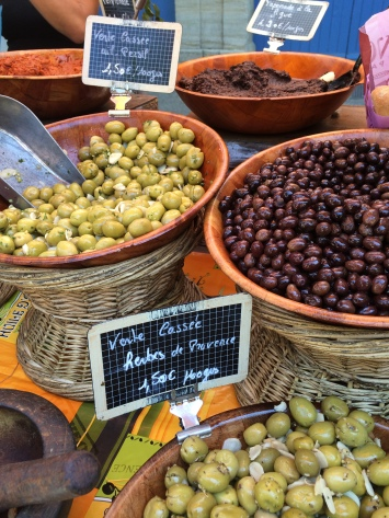 A bowl of 'Tapenade de la Figue' sat amongst the olives on one of the stalls