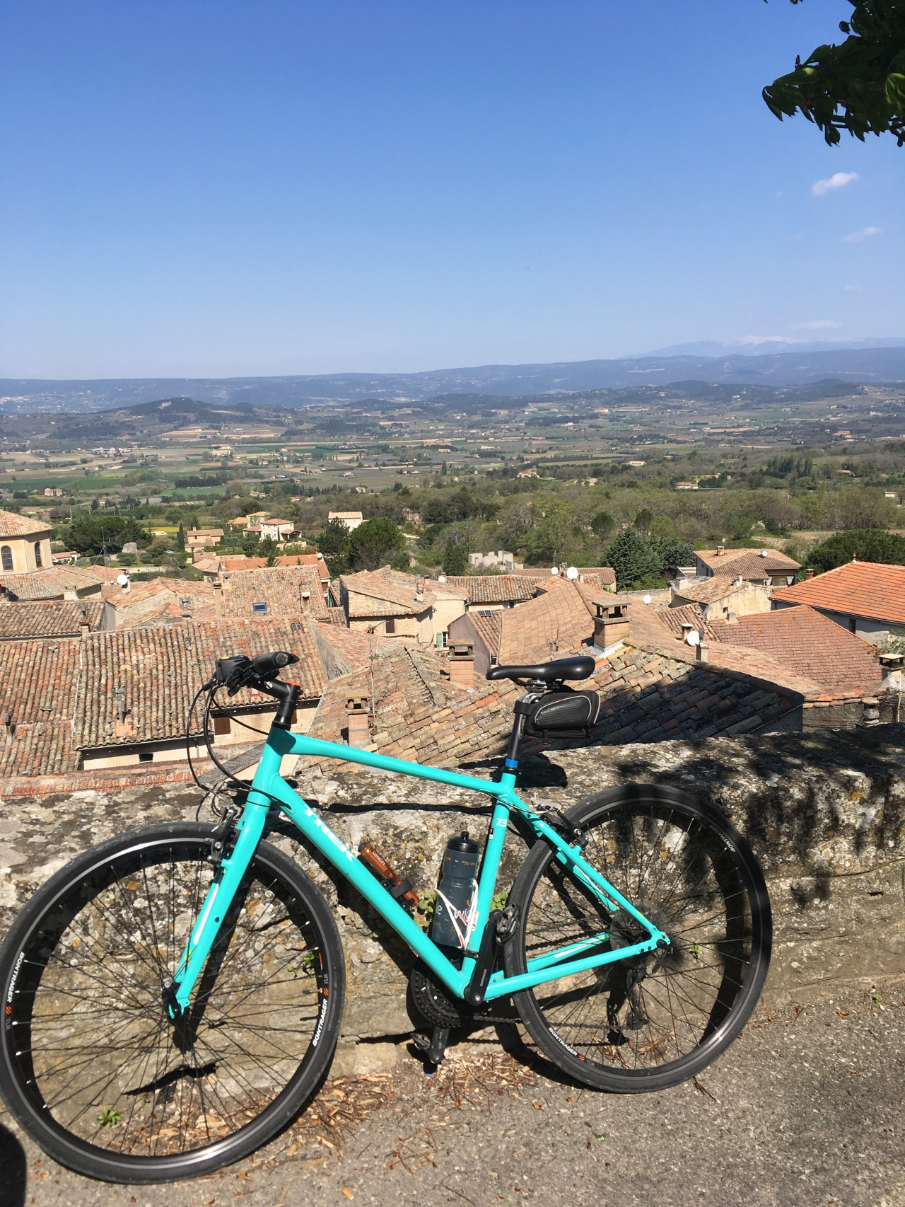 Beyond the Veloroute cycle #9 – Roussillon, Bonnieux & an Elephant!